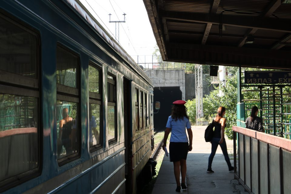voz ispred tunela